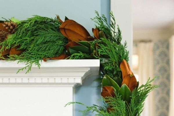 Mixed garland on Mantle